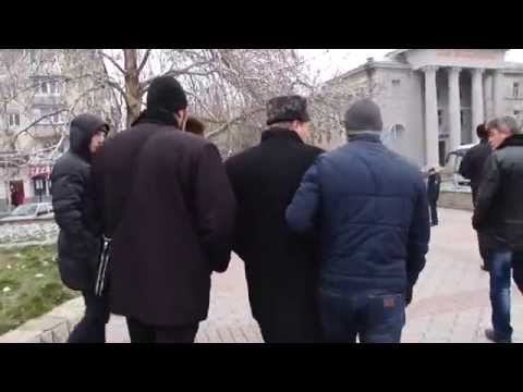 a-member-majlis-forcibly-expelled-from-crimean-rally.html_