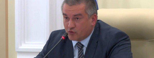 Аксенов не позволит чиновникам угрожать гражданам увольнением
