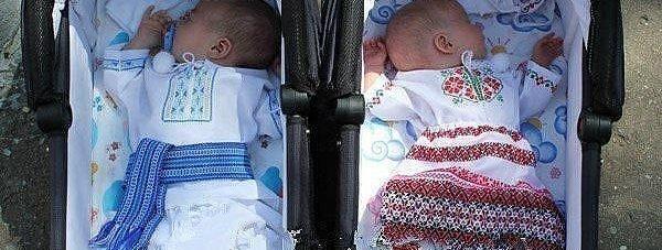 малыши в вышиванках