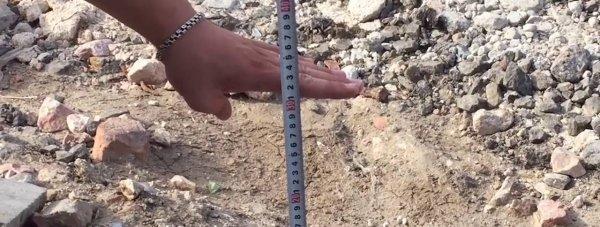 На улицах Керчи обнаружили ямы глубиной до полуметра (видео)